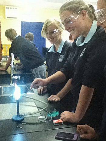 how to conduct a flame test To become familiar with the transfer of energy in the form of quantum, students  perform flame tests, which is one way chemical engineers.